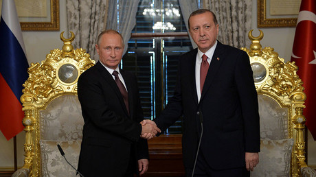 Russian President Vladimir Putin (L) shakes hands with Turkish President Tayyip Erdogan during their meeting in Istanbul, Turkey, October 10, 2016. © Alexei Druzhinin