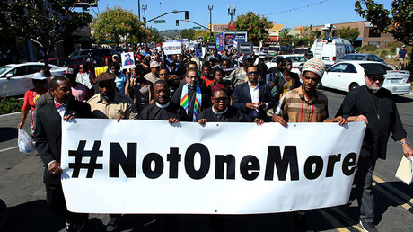 Demonstrators hold a march and rally to protest the fatal police shooting of Ugandan immigrant Alfred Olango in El Cajon, California, U.S. October 1, 2016. © Mike Blake
