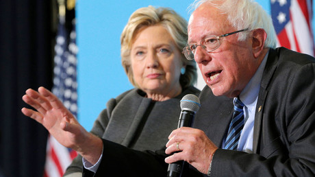 U.S. Democratic presidential nominee Hillary Clinton listens as U.S. Senator Bernie Sanders © Brian Snyder