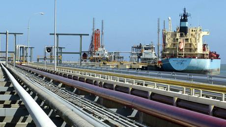 An oil tanker is seen at Jose refinery cargo terminal in Venezuela © Jorge Silva
