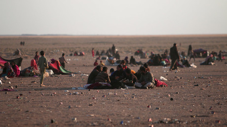 Iraqis who fled violence in Mosul rest on the ground upon reaching Syria, near the Iraqi border, in Hasaka Governorate October 20, 2016. © Rodi Said