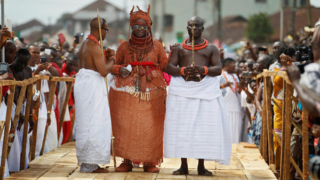 Oba of Benin Kingdom Eheneden Erediauwa is guided across a symbolic bridge by the palace chiefs during his coronation in Benin city, Nigeria, October 20, 2016. © Akintunde Akinleye