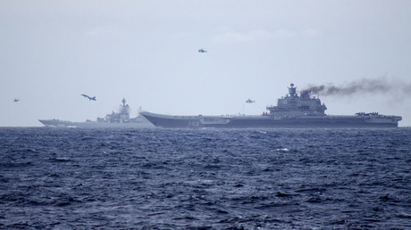 Russian aircraft carrier Admiral Kuznetsov (R) and the nuclear powered  battleship Pyotr Velikiy (L) © AFP