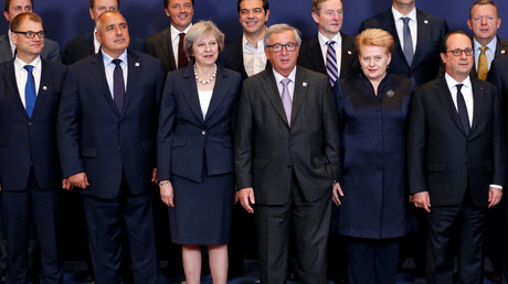 A family photo during a European Union leaders summit in Brussels, Belgium, October 20, 2016. © Francois Lenoir