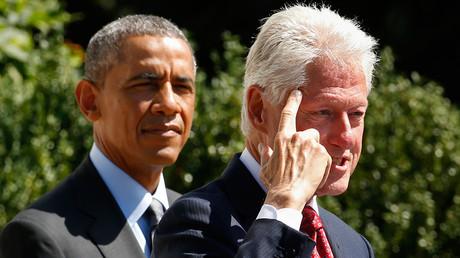 U.S. President Barack Obama (L) and former president Bill Clinton © Kevin Lamarque