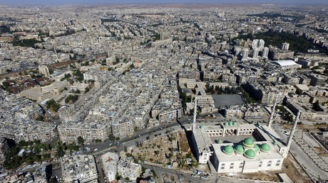 A general view taken with a drone shows a mosque where forces loyal to Syria's President Bashar al-Assad are stationed in Aleppo's government-controlled area of al-Masharqa, Syria October 20, 2016. © Abdalrhman Ismail