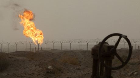 Flames emerge from a pipeline at the oil fields in Basra, southeast of Baghdad. © Essam Al-Sudani