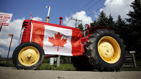 An old tractor sporting a Canadian national flag is seen parked in the rural township of Oro-Medonte, Ontario. © Chris Helgren