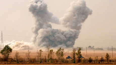 Smoke rises after an U.S. airstrike, while the Iraqi army pushes into Topzawa village during the operation against Islamic State militants near Bashiqa, near Mosul, Iraq October 24, 2016. © Ahmed Jadallah