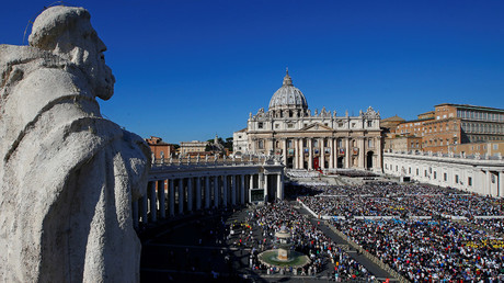 Saint Peter's Square at the Vatican © Tony Gentile