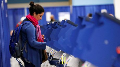 A voter casts her ballot during early voting in Chicago, Illinois, U.S., October 14, 2016. © Jim Young