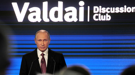 Russian President Vladimir Putin delivers a speech during a session of the Valdai International Discussion Club in Sochi, Russia, October 27, 2016. © Mikhail Klimentyev