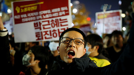 A protester chants slogans during a protest denouncing South Korean President Park Geun-hye over a recent influence-peddling scandal in central Seoul, South Korea, October 29, 2016. © Kim Hong-Ji