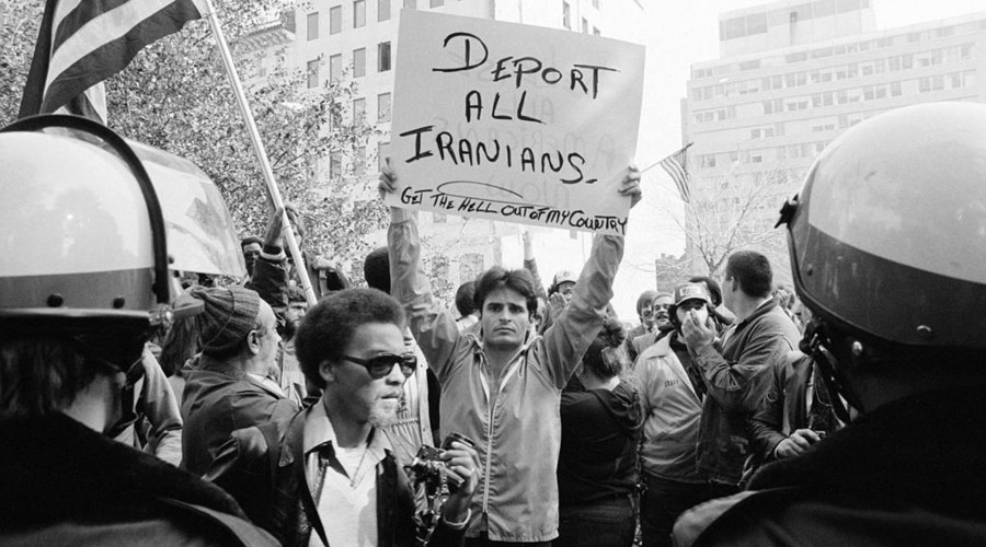 A protester in Washington DC during the crisis © Wikipedia