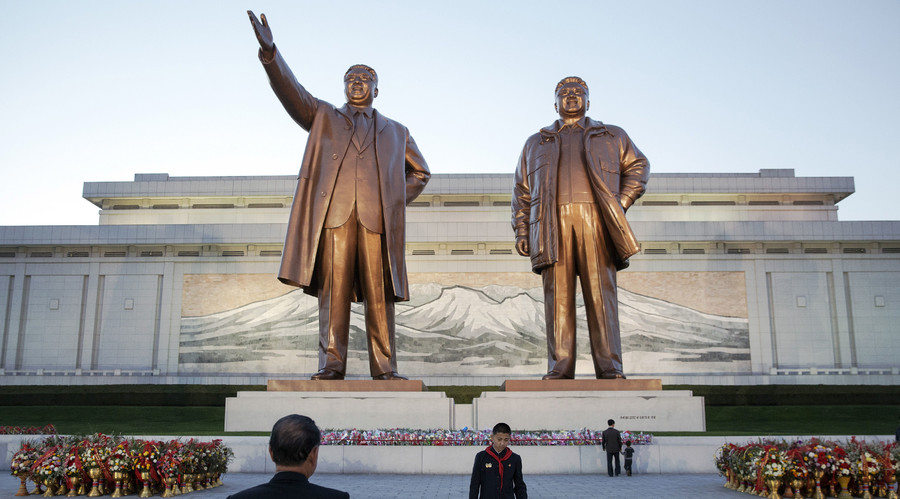 The men were treated to a tour of North Korea's famous sites. © Damir Sagolj