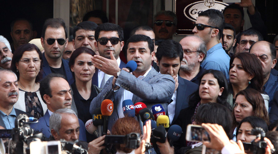 Turkey detain 11 pro-Kurdish MPs, including party co-chairs