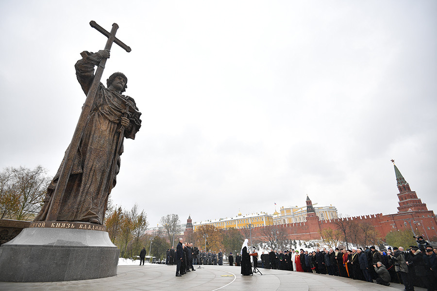 November 4, 2016. Patriarch Kirill of Moscow and All Russia speaks at a ceremony to unveil a monument to the Holy Prince Vladimir, Equal of the Apostles, in Moscow's Borovitskaya Square on the National Unity Day © Vladimir Astapkovich