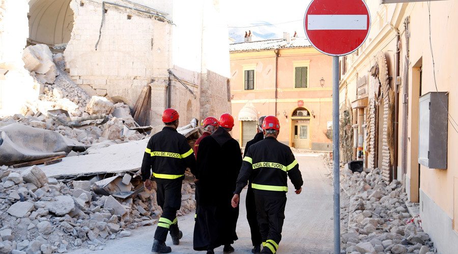 Friars are escorted by firefighters as they walk in the ancient city of Norcia following an earthquake in central Italy, October 31, 2016. © Remo Casilli