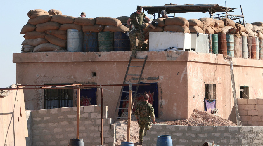 A U.S. fighter walks down a ladder from a barricade, north of Raqqa city, Syria November 6, 2016. © Rodi Said