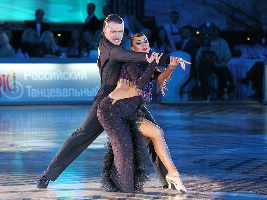 Evgeny Smagin and Polina Kazatchenko of Russia ©Yuri Konyzhev