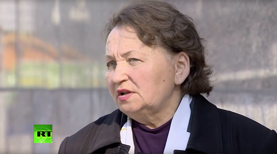 Mother of jailed pilot threatens self-immolation if US does not return him to Russia