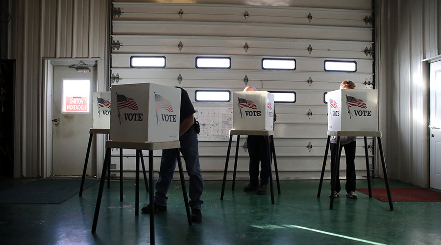 Voters cast ballots in polling station located in a farm shed during the U.S. presidential election near Nevada, Iowa, U.S., November 8, 2016 © Scott Morgan