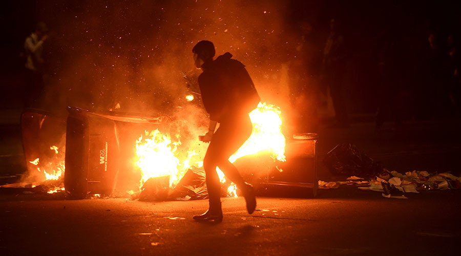 US anti-Trump protesters block streets, smash windows (PHOTOS, VIDEOS)