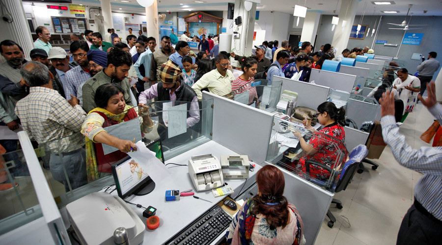 People stand in queues at cash counters to deposit and withdraw money inside a bank in Chandigarh, India, November 10, 2016. © Ajay Verma