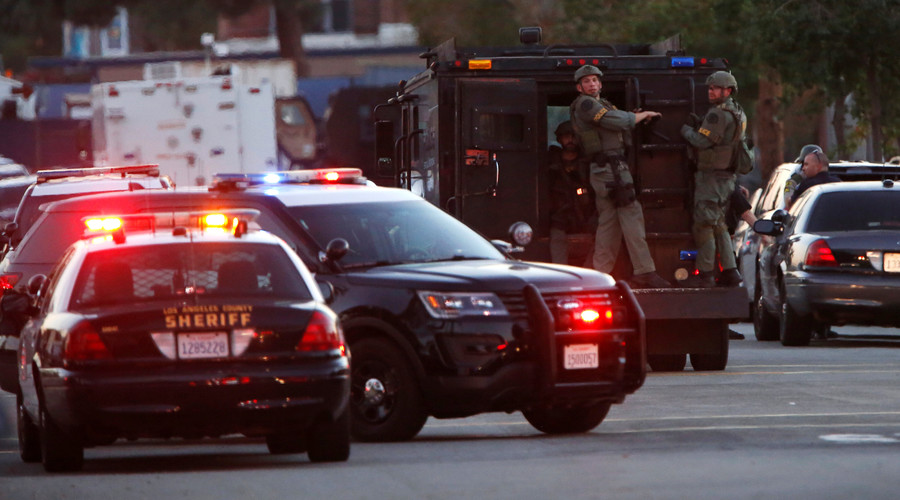 Police officers are seen at the scene of a shooting near a polling station, in Azusa, California, U.S. November 8, 2016. © Mario Anzuoni