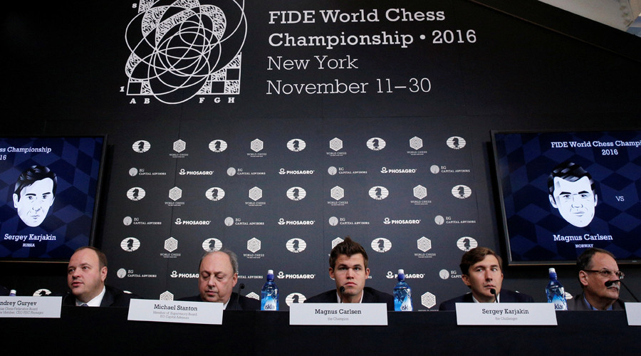 World chess champion Magnus Carlsen and Sergey Karjakin attend a news conference ahead of the 2016 World Chess Championship in New York © Brendan McDermid