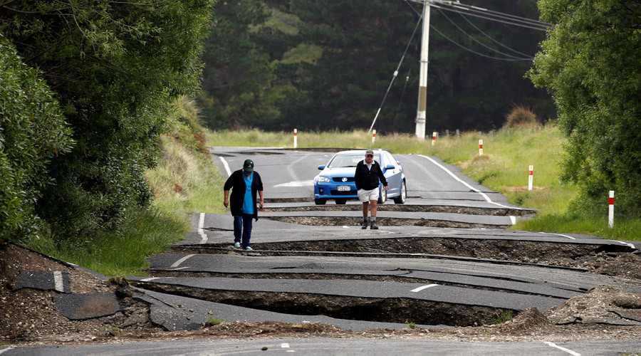 Local residents Chris and Viv Young look at damage caused by an earthquake along State Highway One near the town of Ward, south of Blenheim on New Zealand's South Island, November 14, 2016. © Anthony Phelps