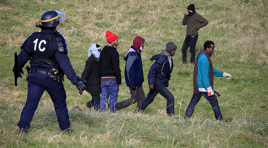 Calais border will definitely move to England, says French presidential frontrunner
