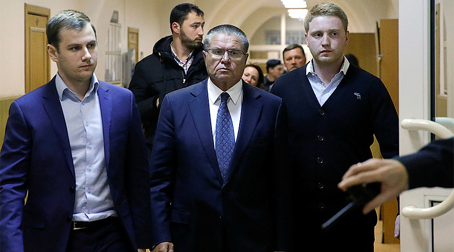 Russian Economy Minister Aleksey Ulyukayev who was detained by law enforcement officials on corruption charges, is escorted upon his arrival for a hearing at the Basmanny district court in Moscow, Russia, November 15, 2016. © Maxim Shemetov