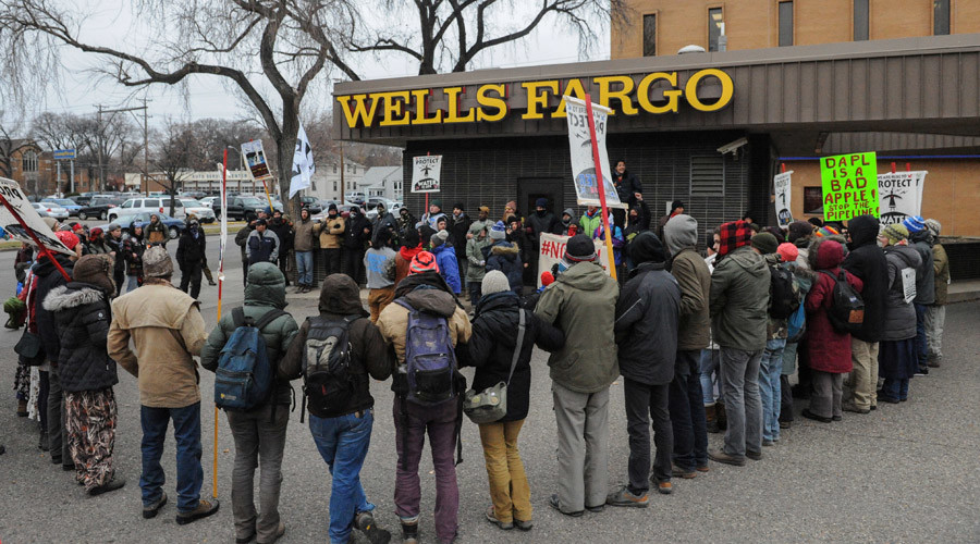Protesters form a prayer circle in front of a Wells Fargo Bank in Bismarck during a protest against plans to pass the Dakota Access pipeline near the Standing Rock Indian Reservation, North Dakota, U.S. November 17, 2016. © Stephanie Keith