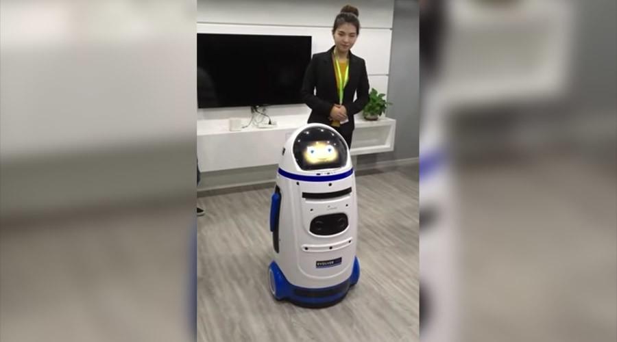 Robots v Humans: AI machine 'attacks' visitor at Chinese tech fair (PHOTOS)