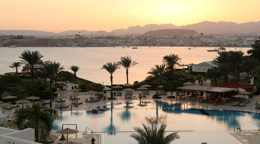 A general view of Naama bay and a swimming pool of a hotel during sunset in the Red Sea resort of Sharm el-Sheikh © Asmaa Waguih