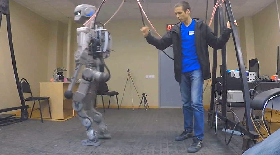 Space-bound Russian android FEDOR shows off handyman skills (VIDEO)