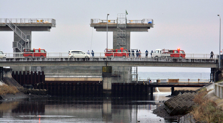People keep a lookout at the mouth of a river after tsunami advisories triggered by an earthquake were issued, in Iwaki, Fukushima prefecture, Japan, in this photo taken by Kyodo November 22, 2016 © Kyodo