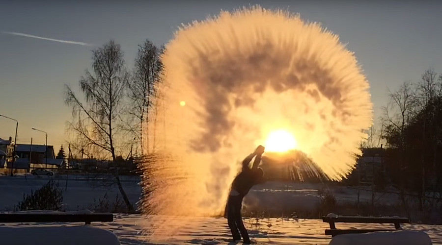 Winter eye-candy: What biting Russian winter does to boiling water (VIDEO)