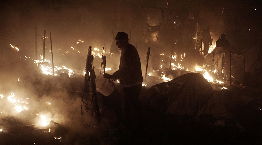 Woman & child killed in gas blast at Greek refugee camp, prompting clashes with police (VIDEO)