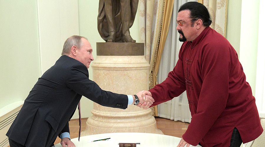Putin presents Russian passport to actor Steven Seagal (VIDEO)
