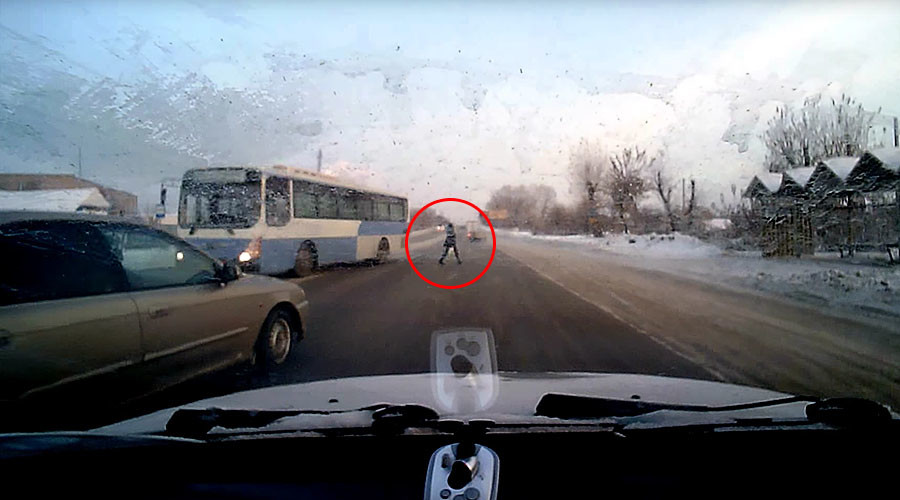 Pedestrian narrowly escapes speeding bus on snowy road, doesn't skip a beat (VIDEO)