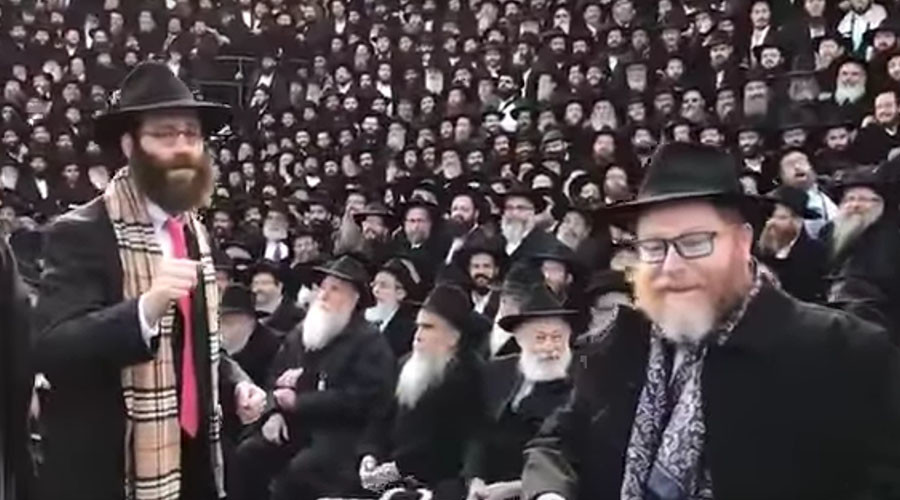 4,000 rabbis attempt #MannequinChallenge in New York, fail miserably