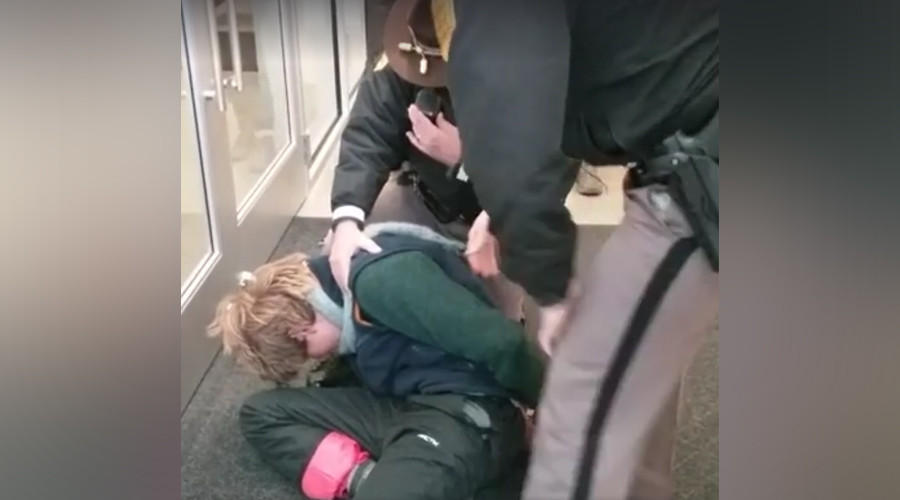 NoDAPL demonstrators arrested at Iowa Utilities Board