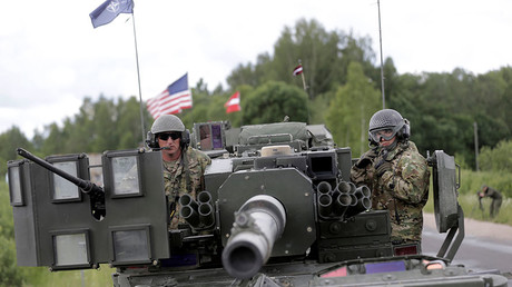 U.S. troops make a stop during tactical road march Dragoon Ride II near Subate, Latvia, June 6, 2016. © Ints Kalnins