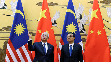Malaysia's Prime Minister Najib Razak and China's Premier Li Keqiang attend a signing ceremony at the Great Hall of the People, in Beijing, China, November 1, 2016. © Jason Lee