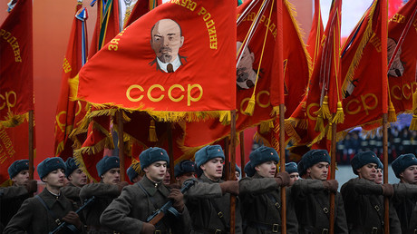 Moscow re-enacts 1941 World War Two parade
