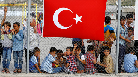 Refugees wait for the arrival of officals at Nizip refugee camp near Gaziantep © Umit Bektas