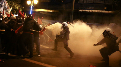 Protesters clash with riot police during a demonstration against the visit of U.S President Barack Obama, in Athens, Greece, November 15, 2016. © Alkis Konstantinidis