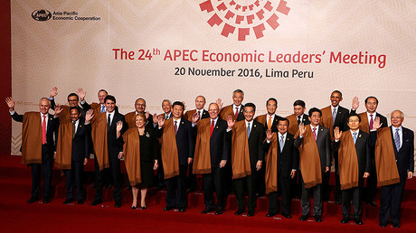 Heads of state pose for a family photo during the APEC (Asia-Pacific Economic Cooperation) Summit in Lima, Peru, November 20, 2016. © Mariana Bazo